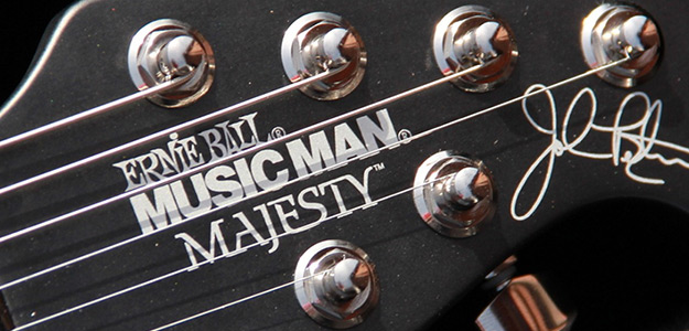 Music Man Majesty John Petrucci Signature pod lupą